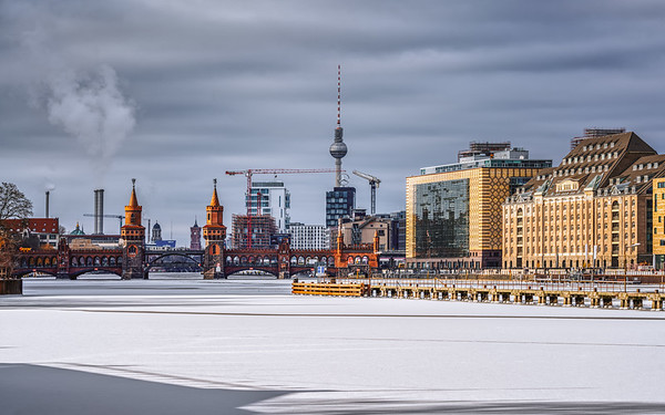Winterly cityscape with frozen Spree river