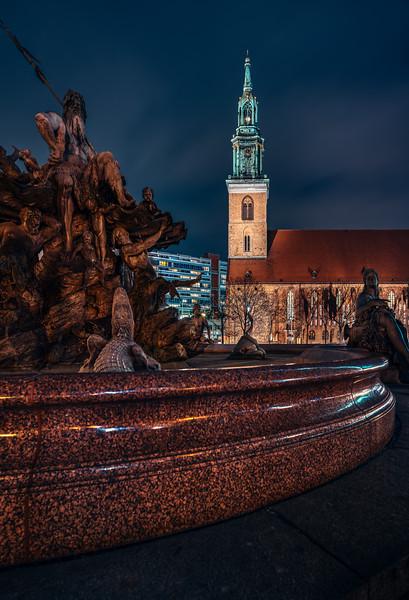 Neptunbrunnen, Marienkirche