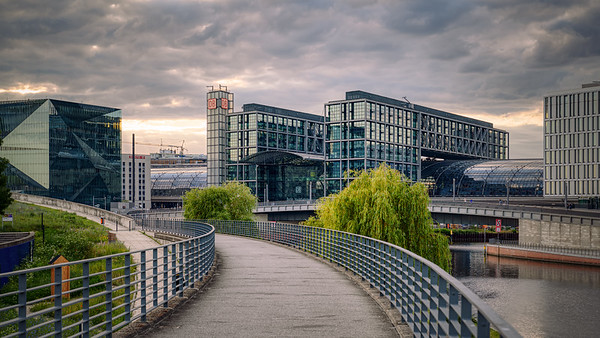 Spreebogenpark & Berlin central station