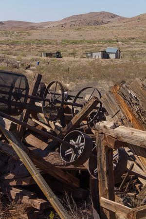 Coal sorter equipment for the railroad.
