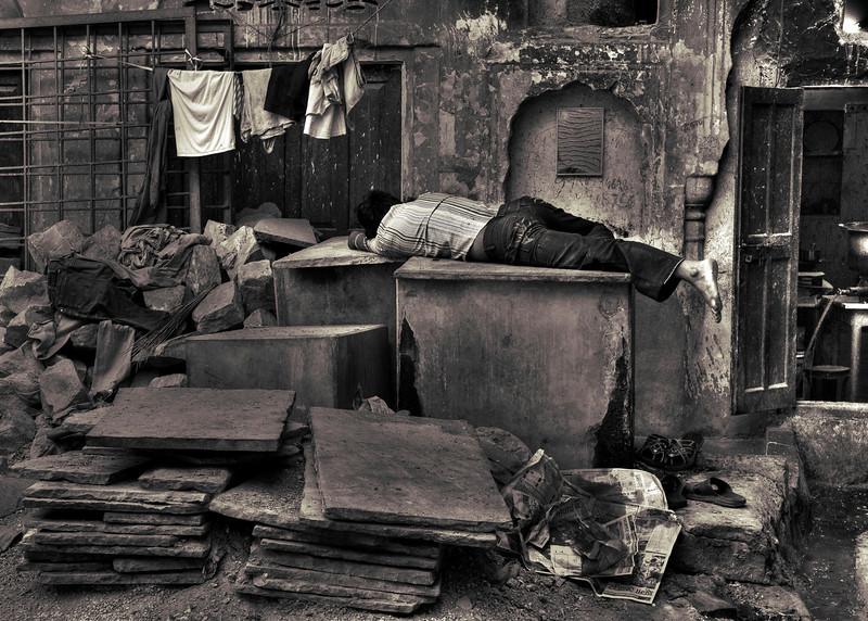 Worker sleeps at his place of work. Jaipur.<br /> <br /> Rajasthan, India, 2011.