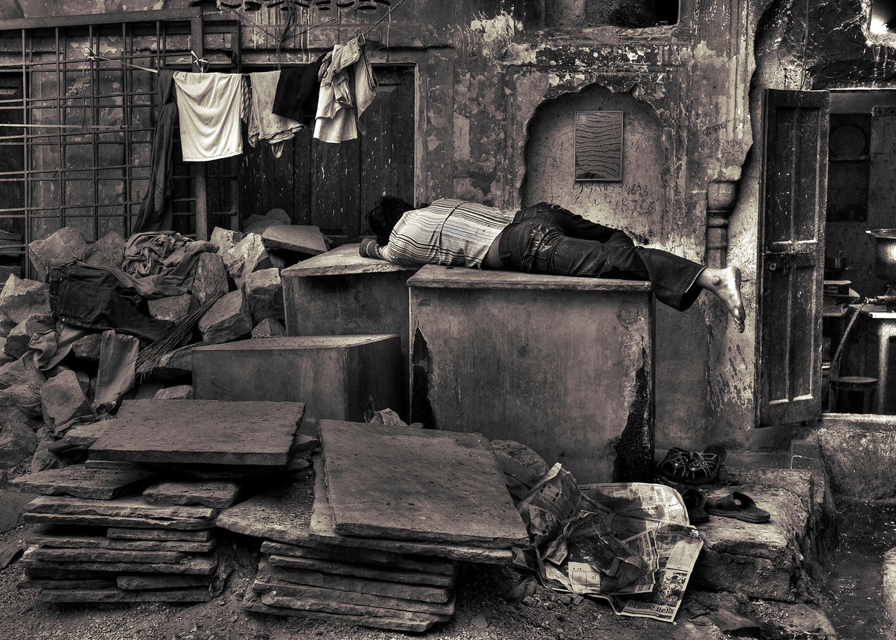 Worker sleeps at his place of work. Jaipur.<br /> <br /> Rajasthan, India, 2011.