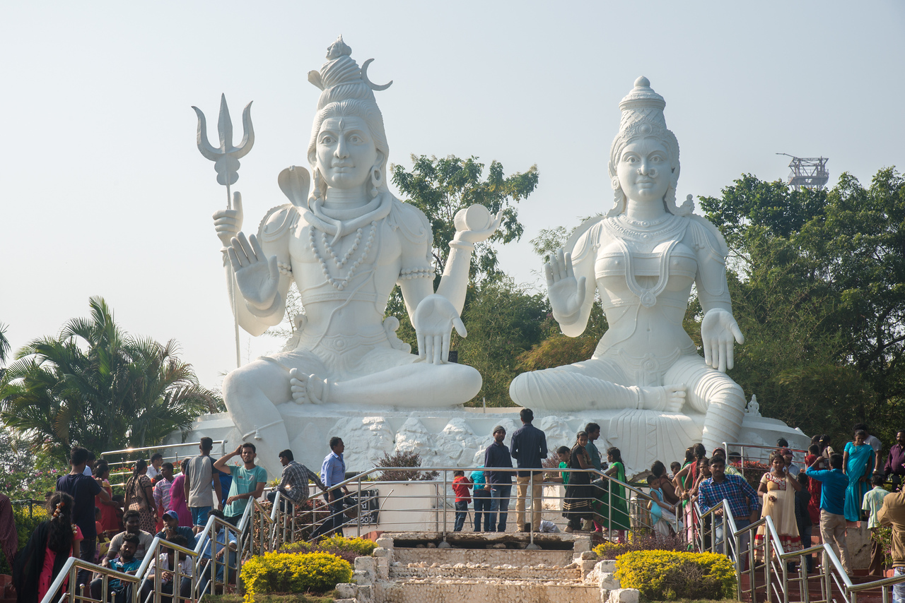 Big crowds at Kailasagiri Shiva Parvathi Idol at Kailasagiri (కైలాసగిరి) which is a hilltop park & garden well known for a huge Shiva statue (Kailash) & picturesque views of forest & sea. Visakhapatnam (Vizag), Andhra Pradesh, India.