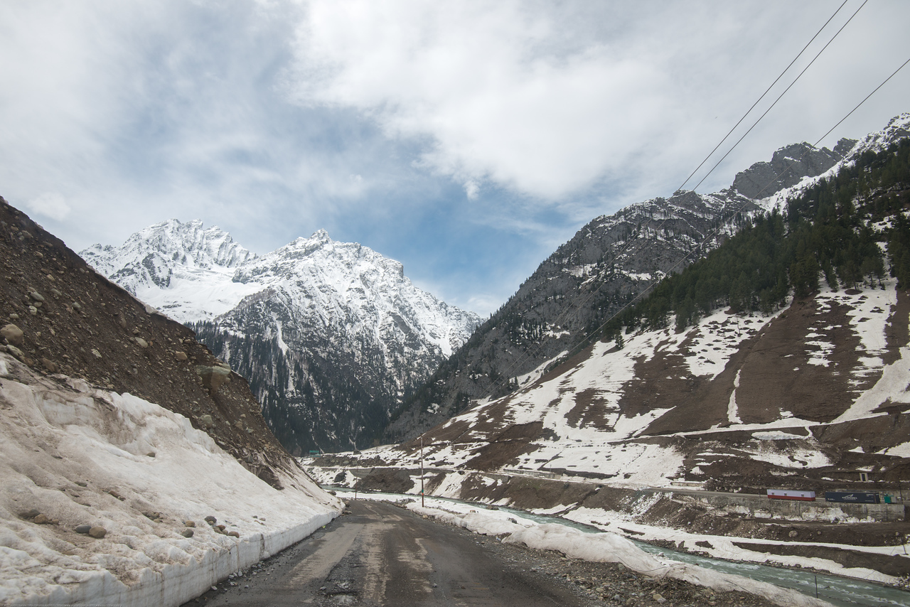 Road from Sonamarg to Srinagar next to the banks of Sind river, Srinagar - Ladakh Highway, Forest Block, Jammu and Kashmir
