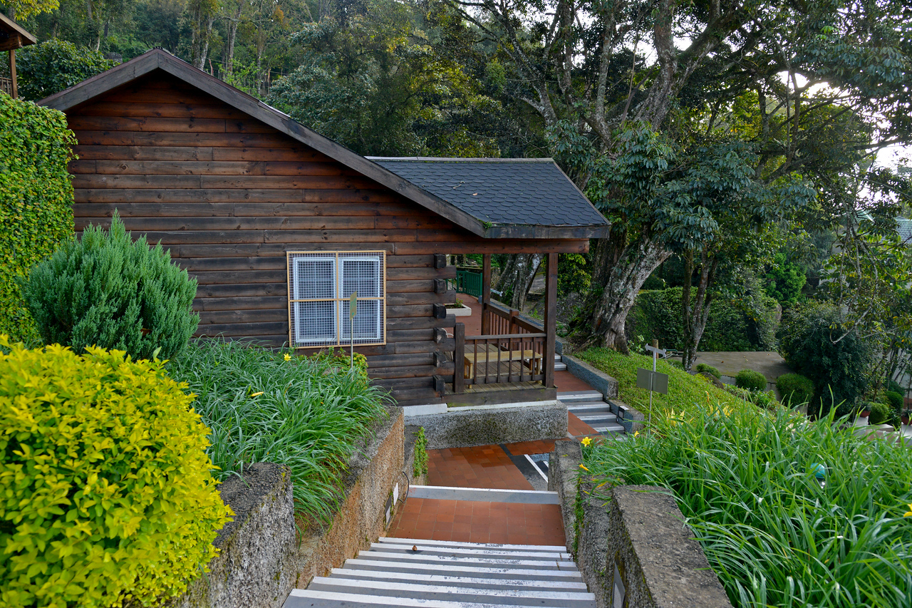 """Cottages at Club Mahindra Munnar, Lakeview.<br /> <br /> Munnar ( മുന്നാർ ) is situated on the Kannan Devan Hills ( KDH ) Village in Devikulam taluk. Munnar is a famous hill station on the Western Ghats of India. A range of mountains situated in the Idukki district of the Indian state of Kerala. The name Munnar means """"three rivers"""", referring to the town's strategic location at the confluence of the Madhurapuzha, Nallathanni and Kundaly rivers."""