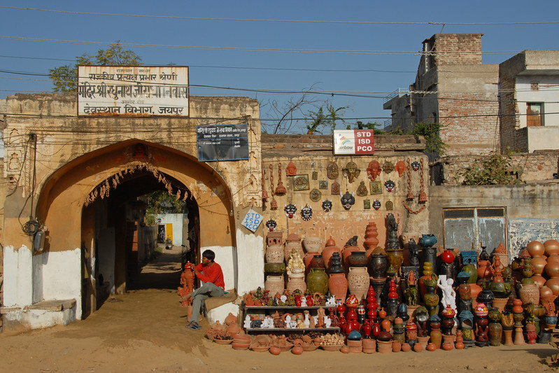 Pots and other terracota products being sold on the streets.<br /> Street view of Jaipur, Rajasthan, India.