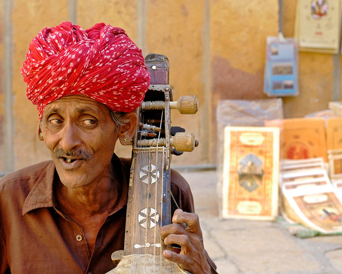 Street musician in Jaisalmer City, Rajasthan, India. South Asia.