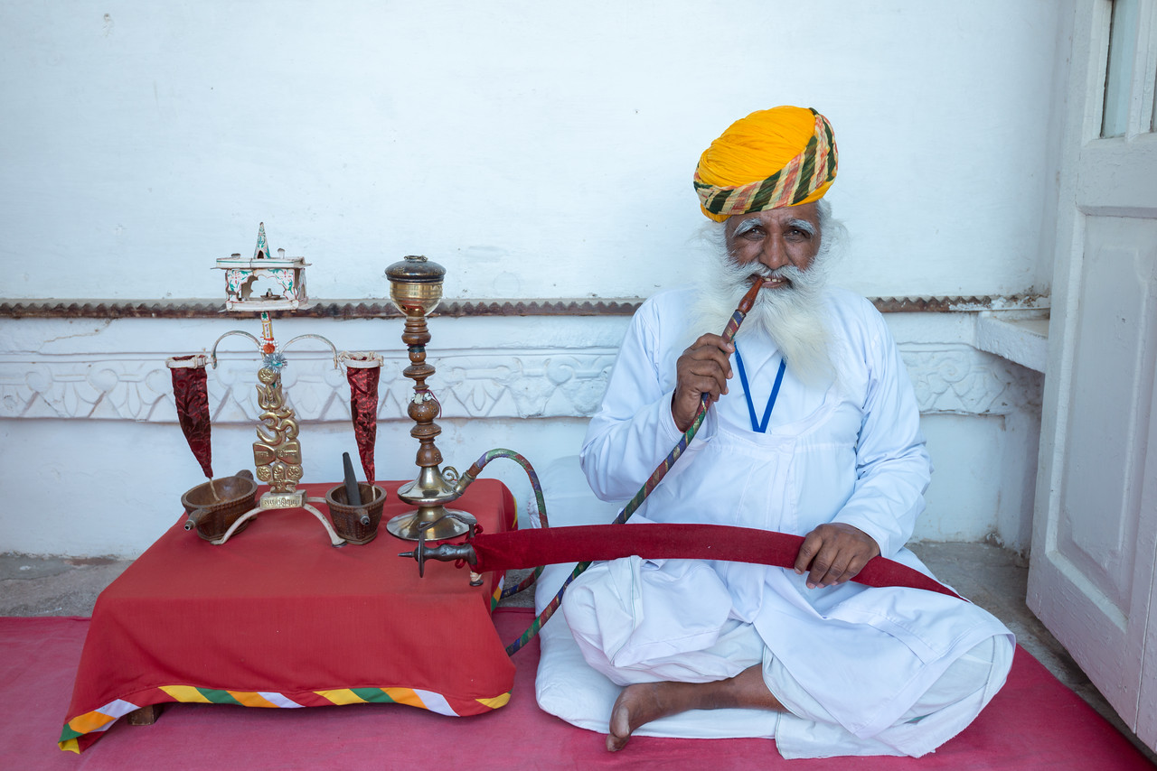 Old attendant, inside Mehrangarh Fort, Jodhpur, Rajasthan, India with a hooka.