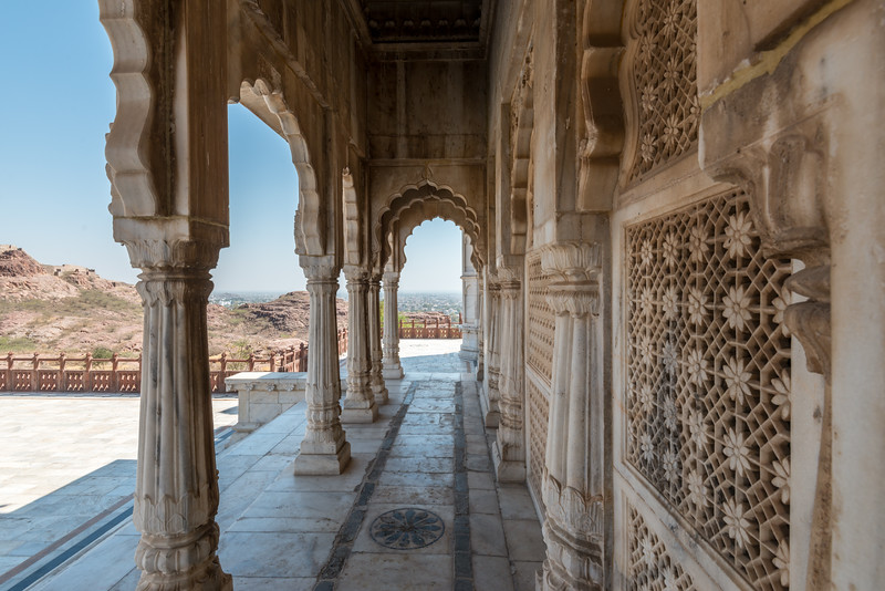 Scalloped archways of Jaswant Thada Tomb, Jodhpur, The Blue City, Jodhpur, Rajasthan, Western India.