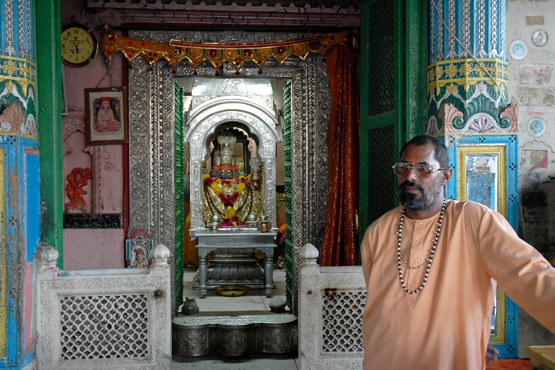 A Hindu priest at the Brahma temple which is located in Pushkar, Rajasthan. This is one of the important Hindu pilgrim centre. It is just 10 km from Ajmer, Rajasthan.