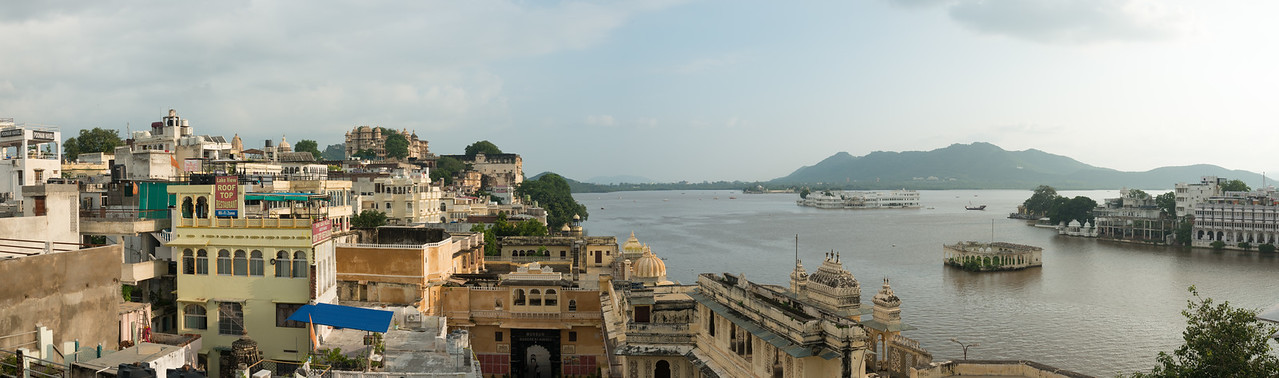 Panoramic elevated view of the City Palace and Lake Pichola, Udaipur, Rajasthan, India.