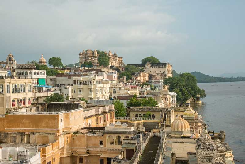 Elevated view of the City Palace and Lake Pichola, Udaipur, Rajasthan, India.