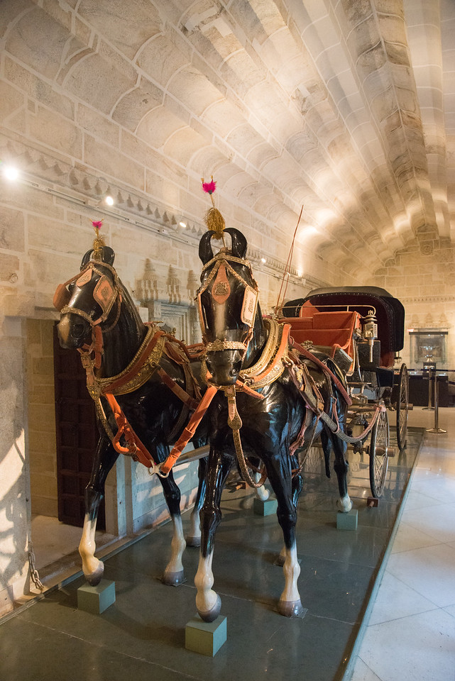 Royal horse carriage.<br /> The City Palace Museum, Udaipur was set up in 1969 by Maharana Bhagwat Singh ji to safeguard and preserve the cultural heritage and the time honoured traditions of the people of Mewar.<br /> City Palace, Udaipur, Rajasthan, India.