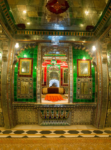 Room of mirrors at City Palace, Udaipur, Rajasthan, India.