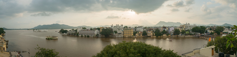 Panoramic elevated view of the City Palace and Lake Pichola, Udaipur, Rajasthan, India<br /> Lake Pichola, situated in Udaipur city in the Indian state of Rajasthan, is an artificial fresh water lake, created in the year 1362 AD, named after the nearby Picholi village.