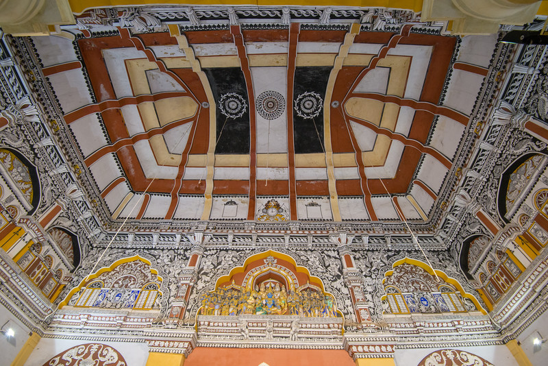 Ceiling of Raja Serfoji Memorial Hall. The Thanjavur Maratha Palace Complex, known locally as Aranmanai, is the official residence of the Bhonsle family which ruled over the Tanjore region from 1674 to 1855. The palace complex consists of the Sadar Mahal Palace, the queen's courtyard and the Durbar Hall. The Raja Serfoji Memorial Hall and the Royal Palace Museum are situated in the Sadar Mahal Palace. There is also a small bell tower. The Saraswathi Mahal Library is situated with the Thanjavur palace complex.