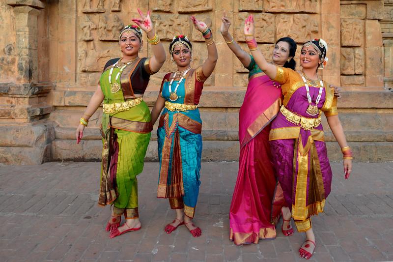 "Kalanjali, Chennai. Guru Smt Maya Shyam Sunder. Brahan Natyanjali 2015, Big Temple, Thanjavur, Tamil Nadu, 19th February, 2015. <a href=""http://brahannatyanjali.in/"">http://brahannatyanjali.in/</a>"