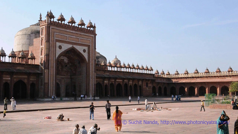 Short audio-video clip shot on Nikon DSLR of Fatehpur Sikri.<br /> <br /> Fatehpur Sikri (Hindi: फतेहपुर सीकरी, Urdu: فتحپور سیکری) located in Agra district of Uttar Pradesh, India is about 40 km from Taj Mahal, Agra City.
