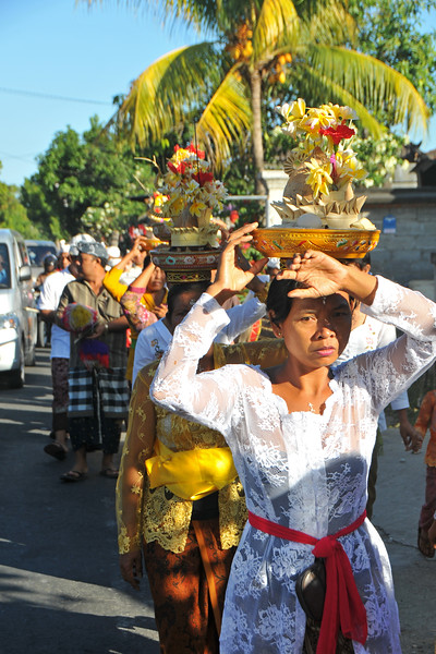Enroute from Denpasar International Airport to Ubud, we see a Hindu procession.<br /> Bali is an Indonesian island with the provincial capital at Denpasar. Lying between Java to the west and Lombok to the east, the island is home to the largest tourist destination in the country and is renowned for its highly developed arts, including dance, sculpture, painting, leather, metalworking and music. What's interesting is that while Indonesia has the world's largest Muslim population, on the island of Bali, 93% of the population is Balinese Hindu and one can find Hinduism in each and every aspect of the life and living.