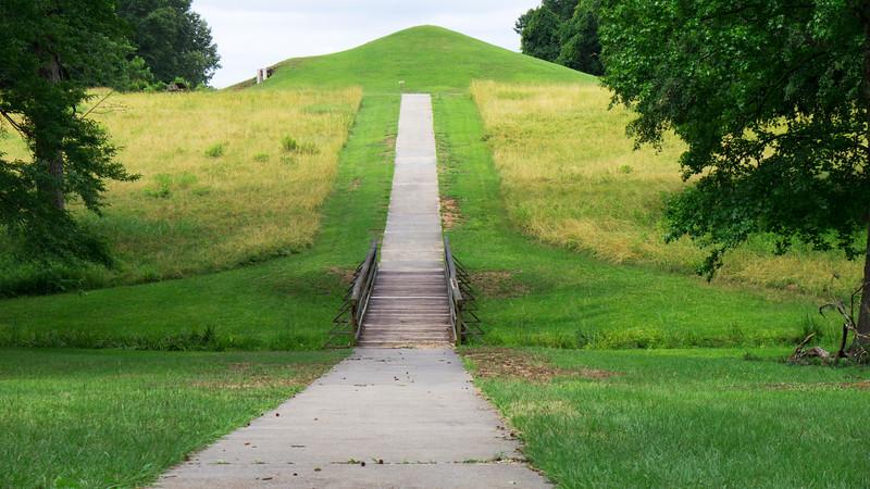 Path to Earth Lodge