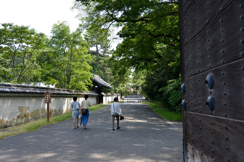 Kyoto Imperial Palace, KyotoKamigyo Ward, Kyoto Prefecture.<br /> Kyoto (京都市) is a city located in the central part of the island of Honshu, Japan. It has a population close to 1.5 million. Formerly the imperial capital of Japan for more than one thousand years, it is now the capital of Kyoto Prefecture, as well as a major part of the Kyoto-Osaka-Kobe metropolitan area. With temples, parks, bustling business districts, markets, from regal estates to the tightly-packed neighborhoods, Kyoto is one of the oldest and most famous Asian metropolises. Although ravaged by wars, fires, and earthquakes during its eleven centuries as the imperial capital, Kyoto was spared from much of the destruction of World War II. With its 2000 religious places- 1600 Buddhist temples and 400 Shinto shrines, as well as palaces, gardens and architecture intact, it is one of the best preserved cities in Japan.