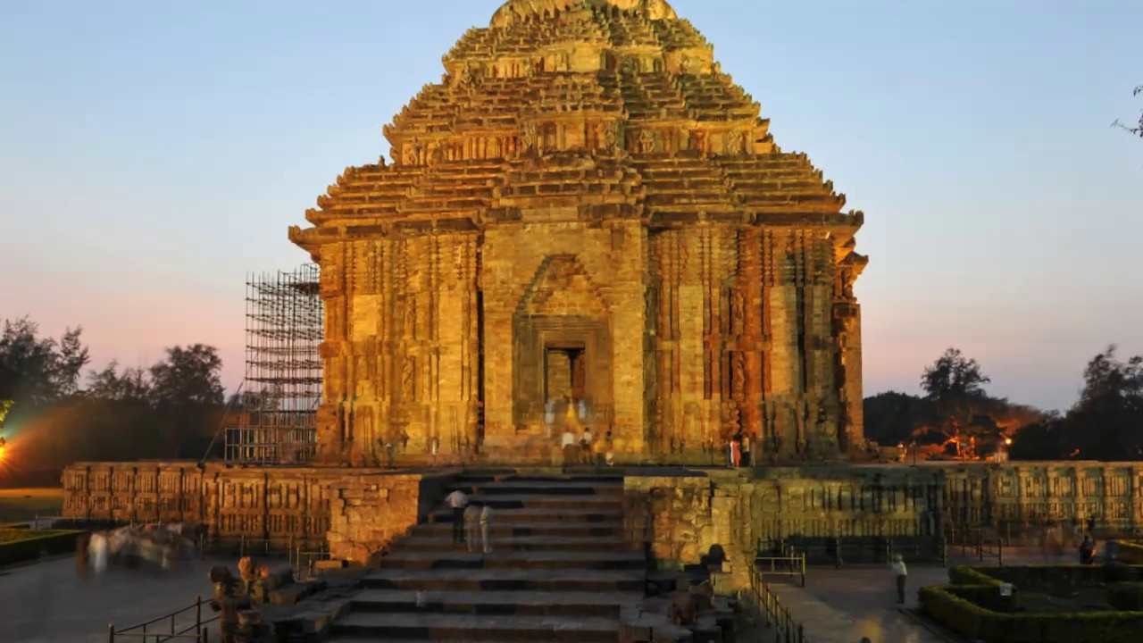 Audio-video presentation of Konark Sun Temple, Orissa. <br /> <br /> This temple belongs to the Kalinga school of Indian temples and was constructed by King Narasimhadeva of the Eastern Ganga Dynasty in the 13th Century. This UNESCO world heritage site temple takes the form of a colossal chariot of Surya (Sun) drawn by seven spirited horses on twelve pairs of exquitely decorated wheels. Surya has been a popular deity in India since the Vedic perios.