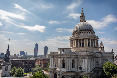 St. Pauls Cathedral and London skyline