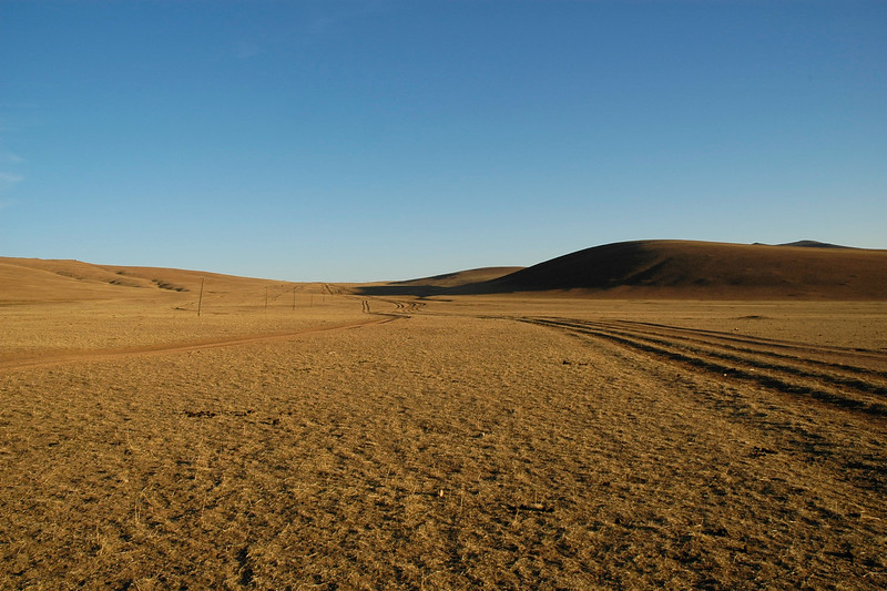Havasgaityn Am in the evening light, Gurvan Saikhan National Park. Gobi desert, Southern Mongolia