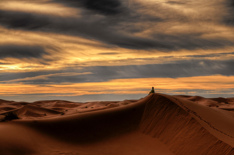 Peace and quiet in the Sahara. <br /> <br /> Erg Chebbi, Morocco, 2009