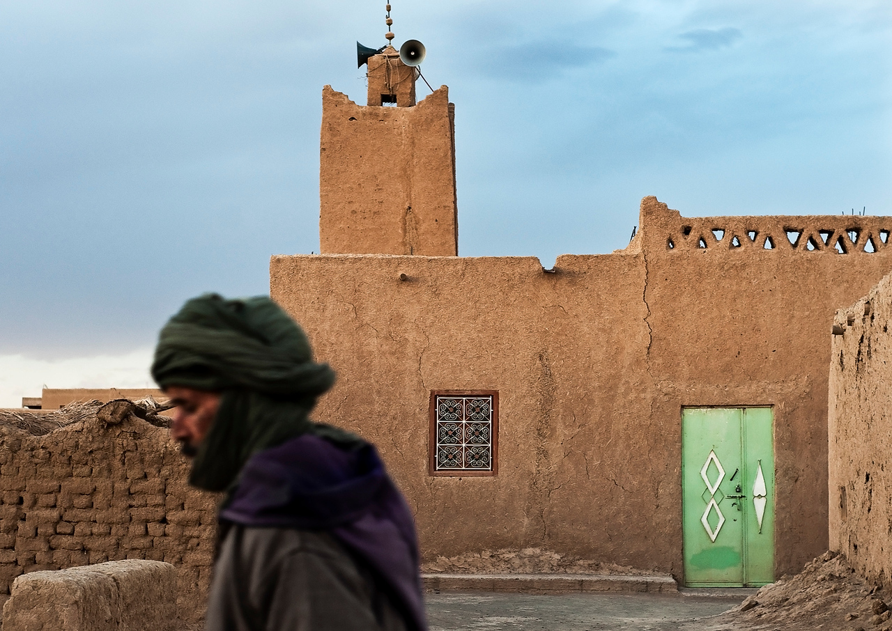 Local Man walking past the mosque at Hassi Labied, <br /> <br /> <br /> Morocco,2010