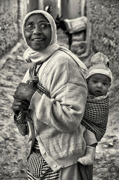 Woman and her baby.<br /> <br /> Agdez, Morocco, 2010.
