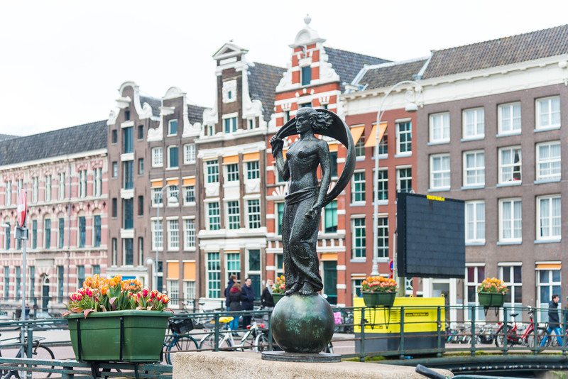Lady fortune, Vrouwe Fortuna, Amsterdam. The statue is made by the sculptor Hildo Krop, Amsterdam, Netherlands, Europe.