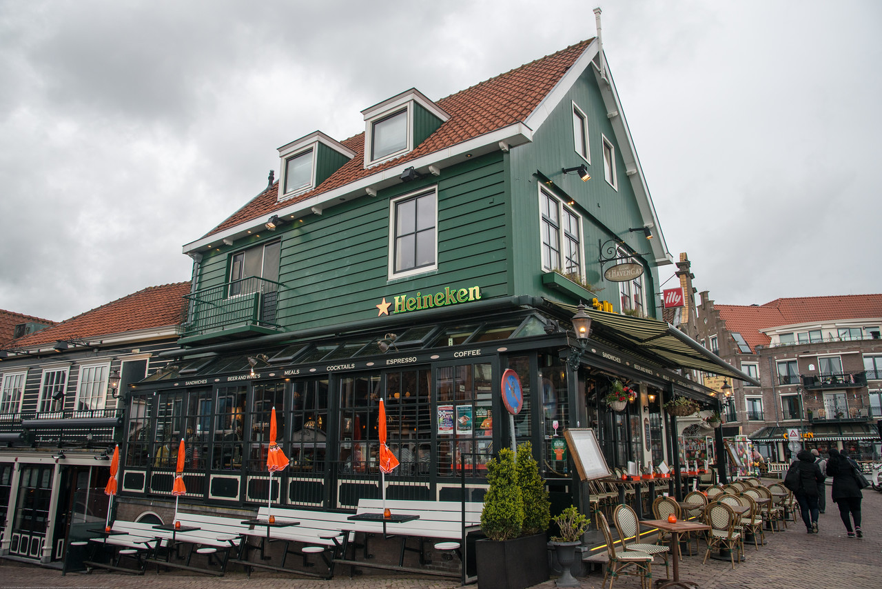 't Havengat bistro in Waterland, located in the beautiful harbor of Volendam with the Heineken sign. Restaurants at the  Volendam waterfront in Netherlands near Amsterdam.