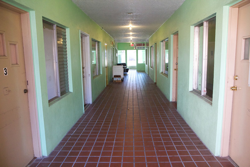 The hallway leading to the che!