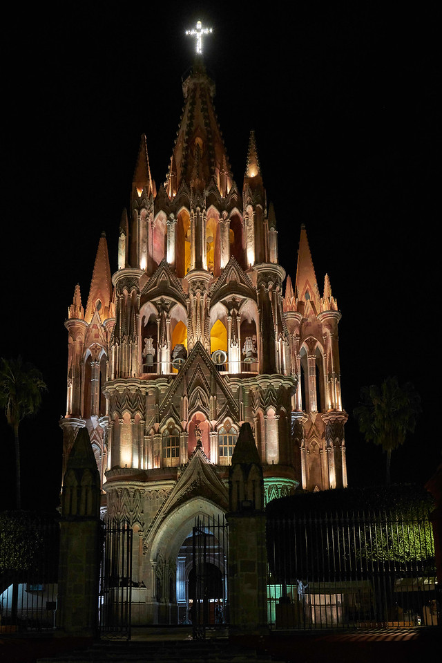 The beautiful Parroquia from the Jardin at night.