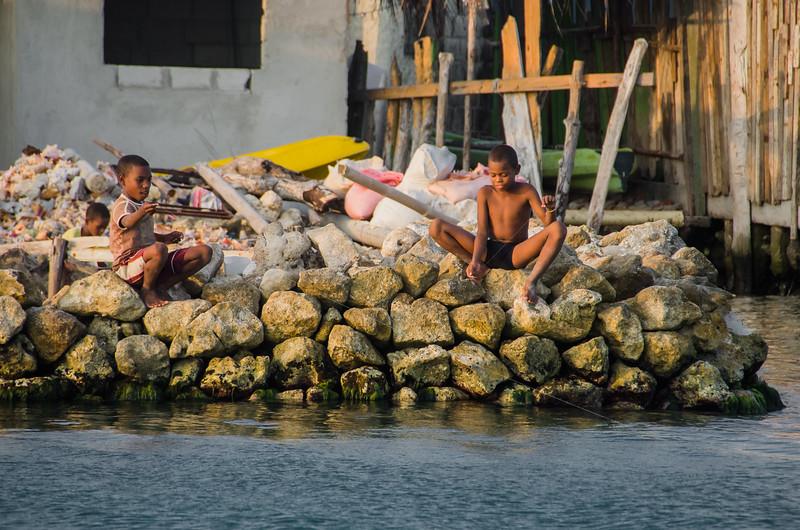 Kids fishing on the Santa Cruz del Islote