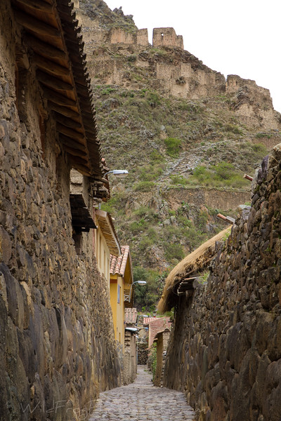 Ally way in Ollantaytambo Valley, Scared valley - Peru