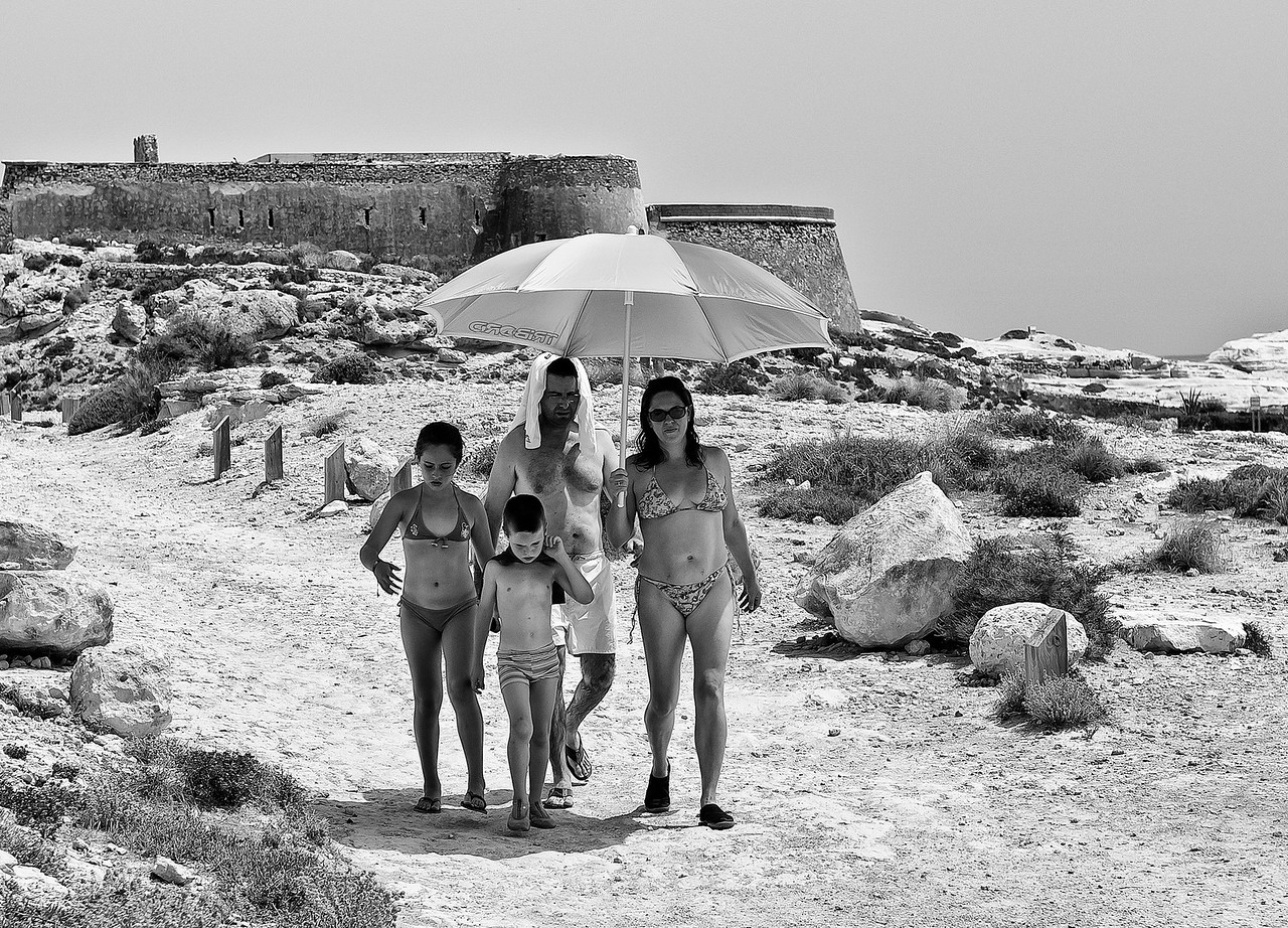 Family at El Playaso beach in Cabo de Gata.<br /> <br /> Almeria, Spain, 2012.