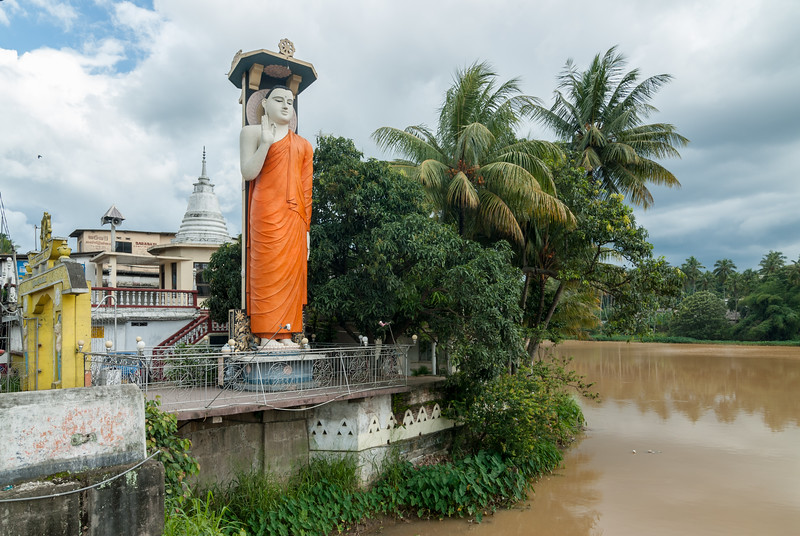 Three Sinhala Seemaramaya, Buddhist Temple at the shore of Mahaweli Ganga, in Katugastota, Sri Lanka.