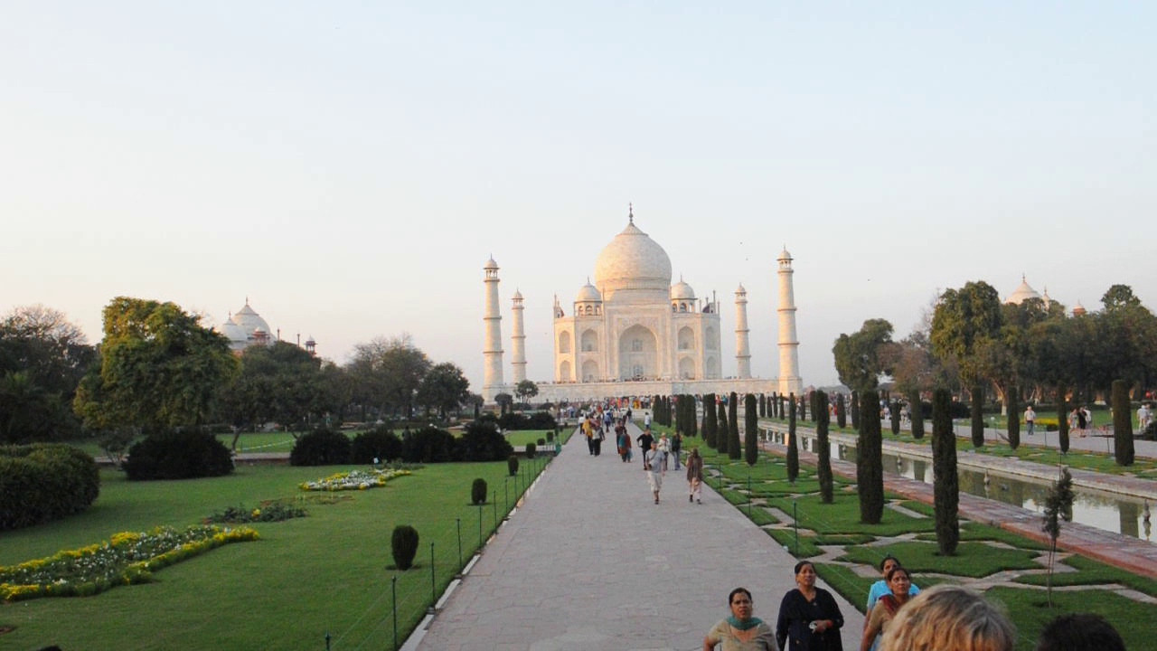 Short audio-video clip of the Taj Mahal, Agra, UP, India.
