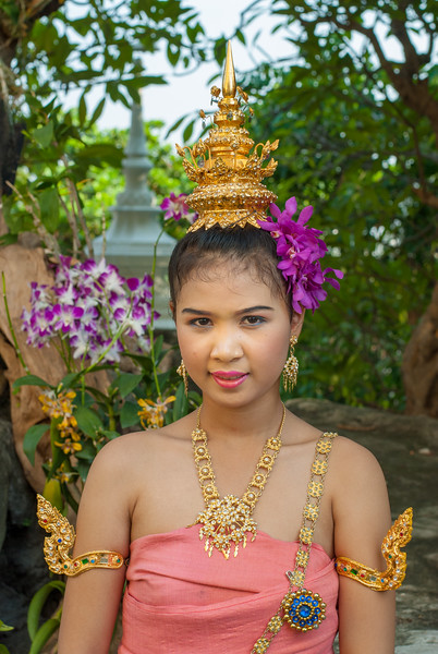 Young apsaras perform at The Golden Mount, Bangkok, Thailand. Wat Saket Ratcha Wora Maha Wihan usually called: Wat Saket. The temple dates back to the Ayutthaya era, when it was known as Wat Sakae. When Bangkok became the capital, King Rama I renovated the temple and gave it its present name.