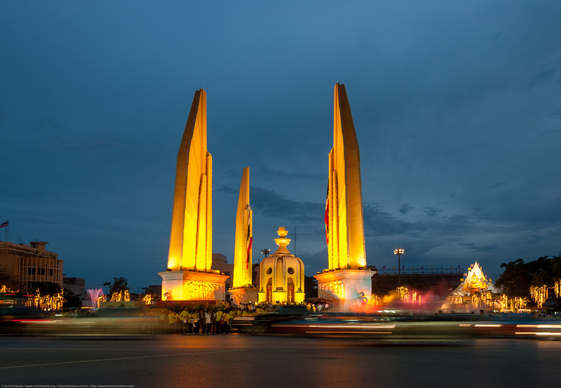 Night view in Bangkok, Thailand of The Democracy Monument. <br /> <br /> The Democracy Monument is a public monument in the centre of Bangkok, capital of Thailand. It occupies a traffic circle on the wide east-west Ratchadamnoen Avenue, at the intersection of Dinso Road.