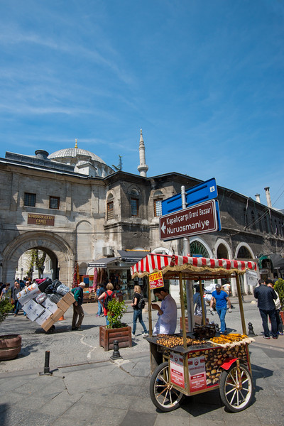 Street shopping right outside the Grand Bazaar, Kapalı Çarşı, Istanbul, Turkey. Grand Bazaar is a historic sprawling network of indoor souks & market streets peddling leather, jewelry & gifts.