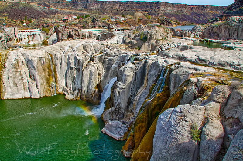Shoshone Falls with no water.