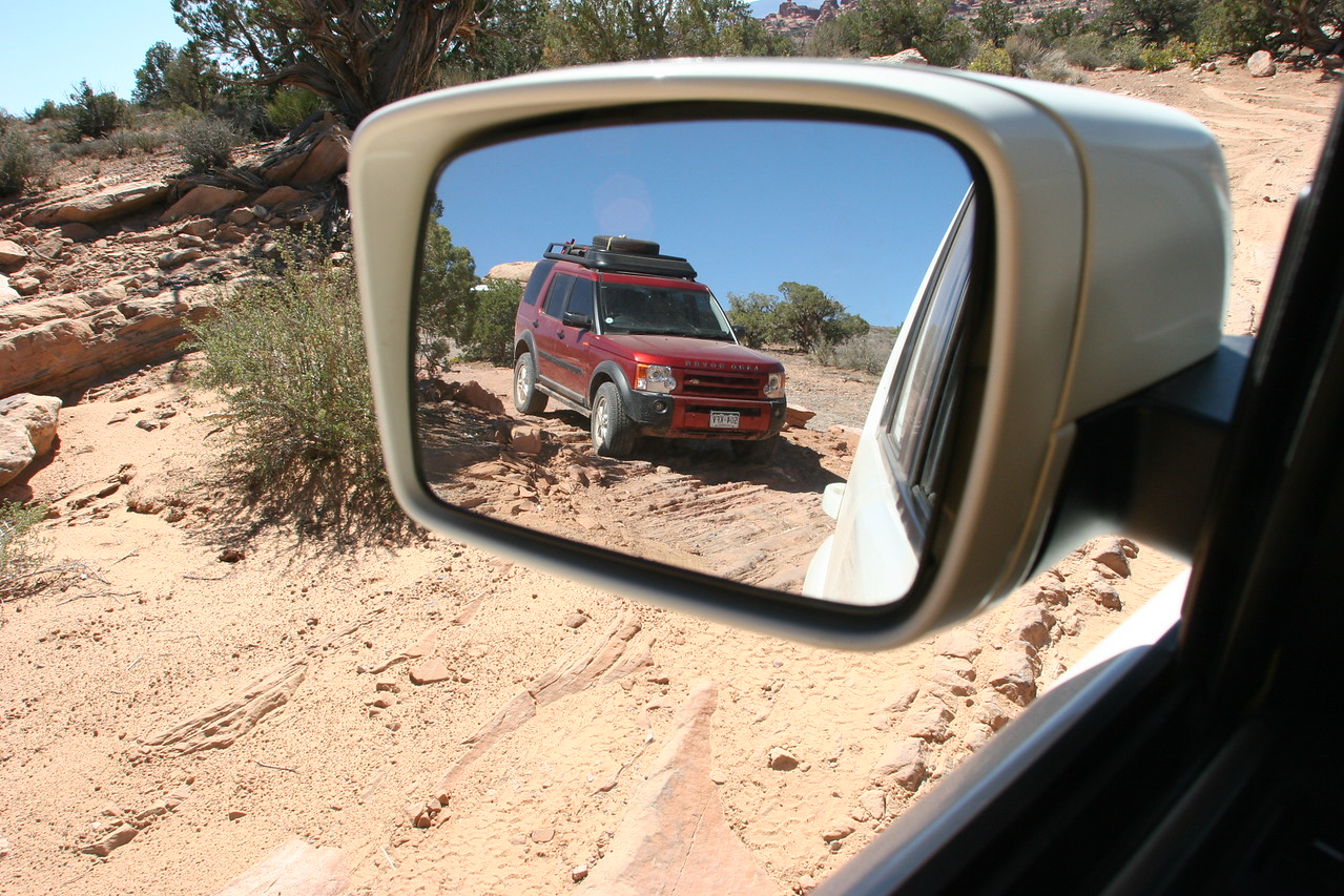 Dave Lane's LR3 on the trail