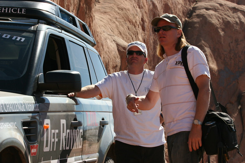 Doug Evilsizor (Land Rover Lifestyle magazine) and Adam Spiker plan their accent of Lions Back.