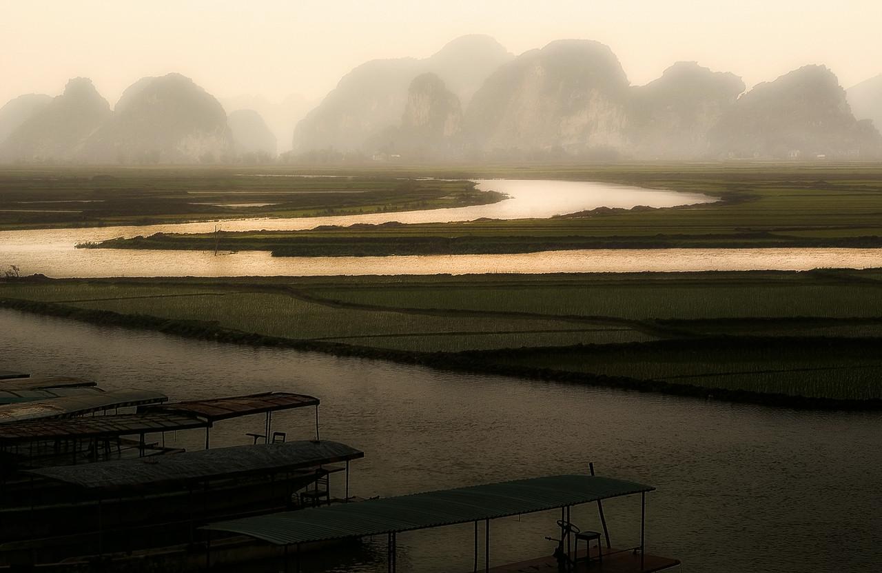 Rise paddies around Ninh Binh. <br /> <br /> Northern Vietnam, 2008.