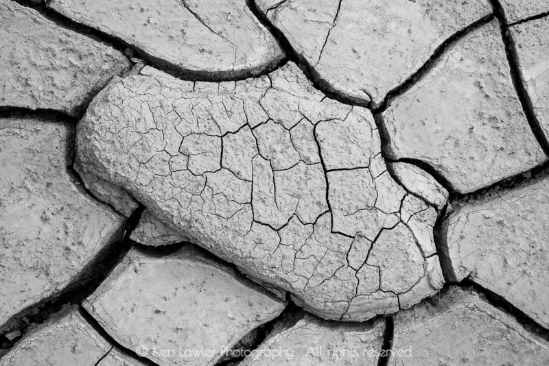 Dry wash cracks B&W
