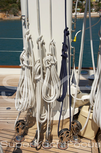 Mast with halyards