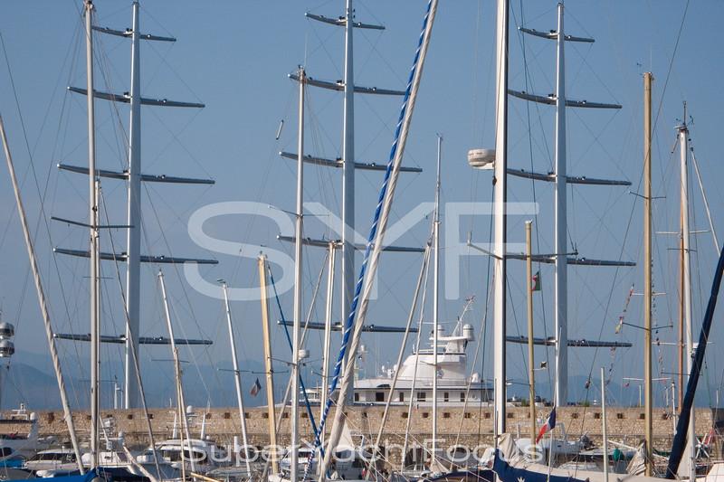 Maltese Falcon, masts